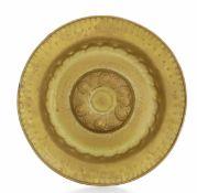 A brass plate, Germany, 1500s - diametro cm 48,5. Cavetto con decoro a baccellatura [...]