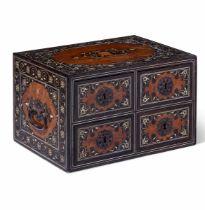 A travel cabinet, colonial India/Portugal, 1600s - cm 27x20x17 Fronte con quattro [...]