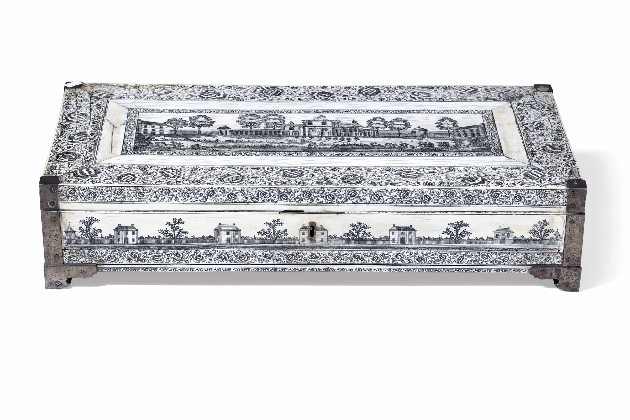 A writing box, Vizagapathan, India, 17/1800s - cm 61x30x14 Eleganti fasce decorate [...]