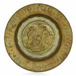 A brass plate, Germany, 1500s - diametro cm 35. Cavetto con raffigurazione [...]