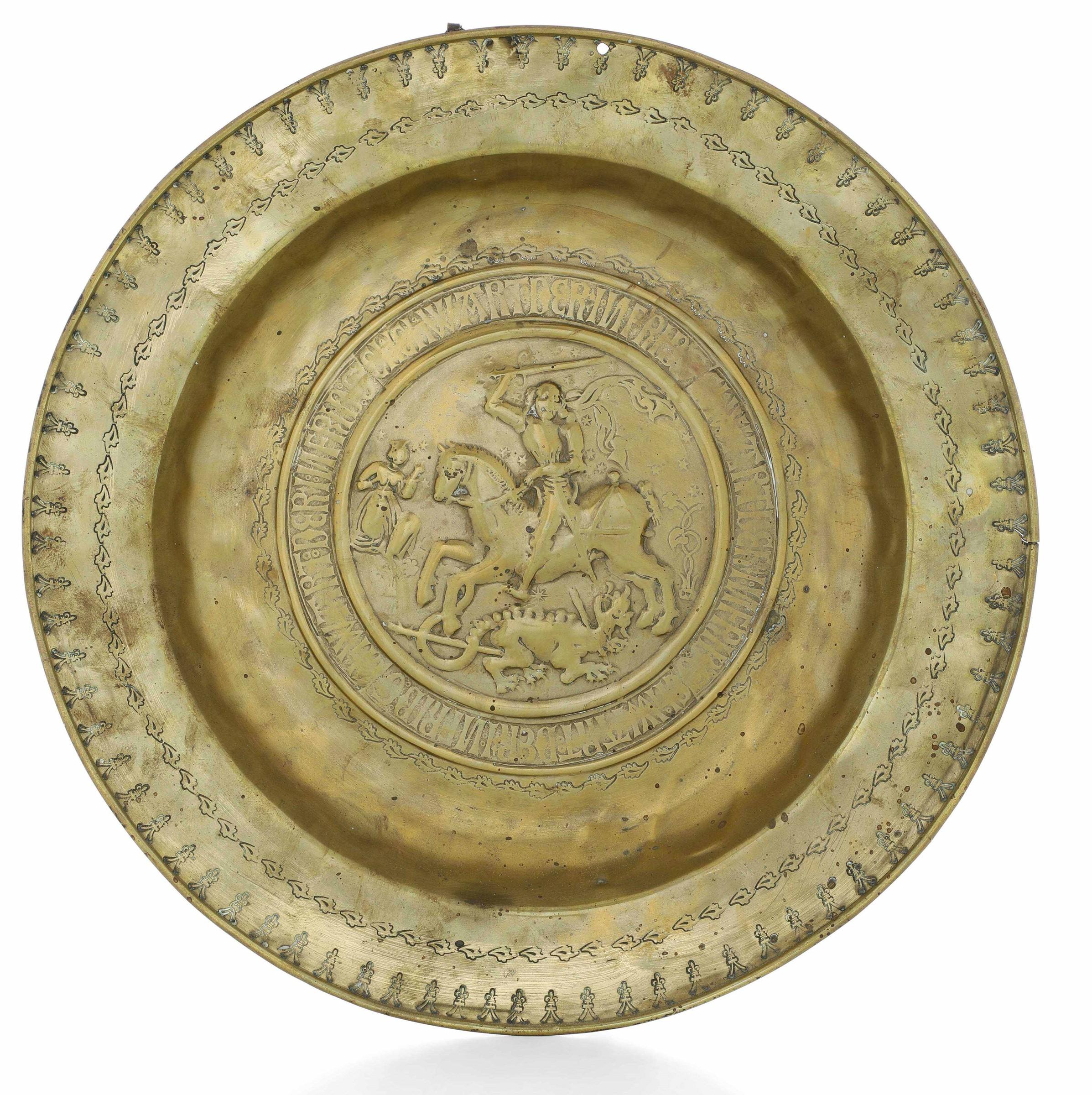 A brass plate, Germany, 1500s - diametro cm 43. Cavetto con raffigurazione di San [...]