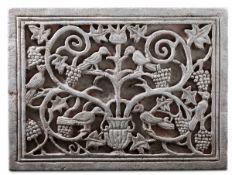 A stone relief, Italy, 11-1200s - cm 57,5x43,5. Il grande pannello lapideo raffigura [...]