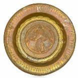 A brass plate, Germany, 1500s - diametro cm 41,5. Cavetto con raffigurazione di [...]