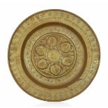 A brass plate, Germany, 1500s - diametro cm 35,3. Cavetto con decorazione a melograni -
