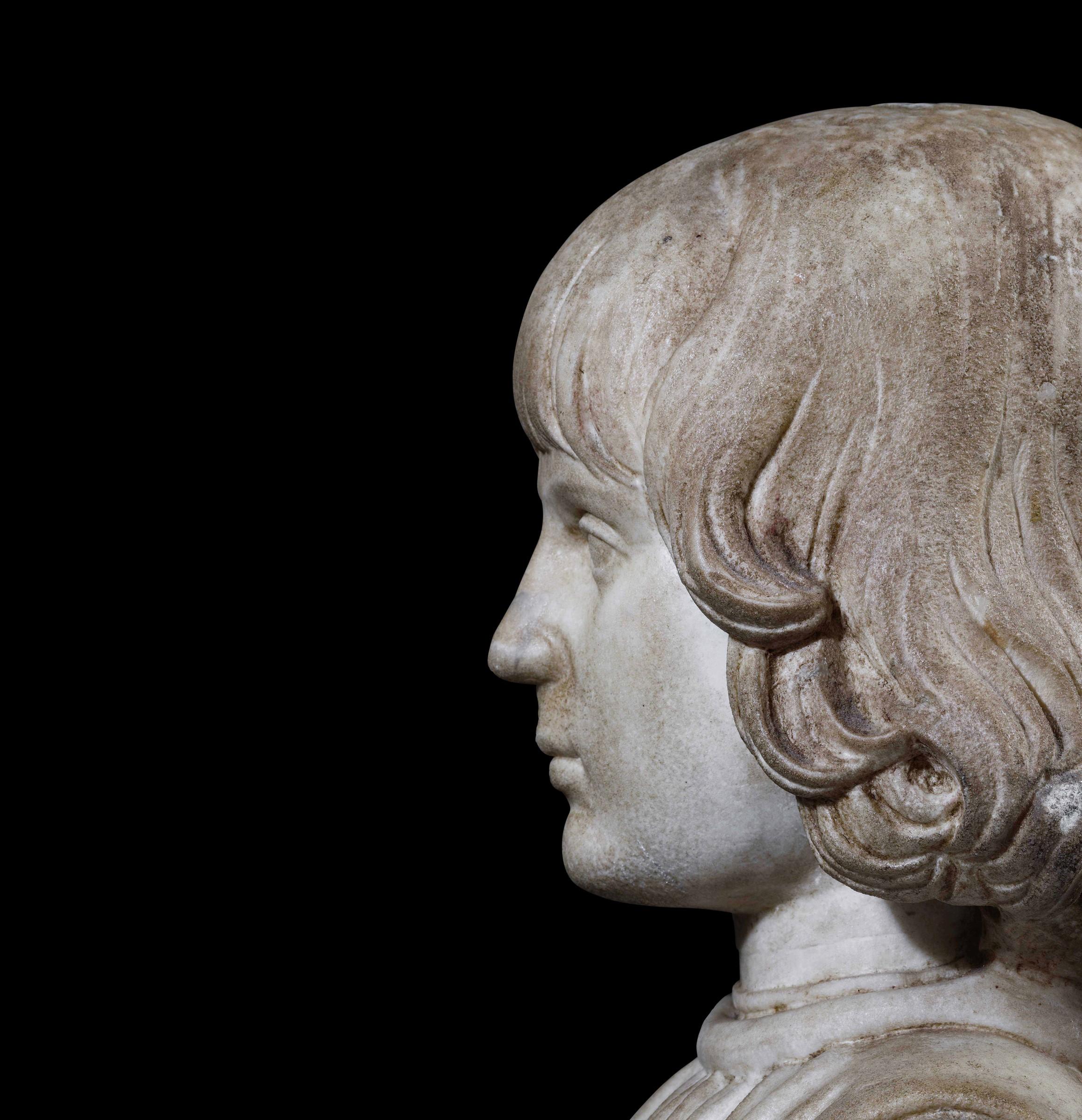 A marble bust, attr. F. Laurana, 1400s - cm 41x32x22. L'opera è accompagnata da una [...] - Image 4 of 4