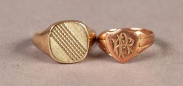 GENT'S 9ct GOLD SIGNET RING with engine turned top, London 1974, ring size R and a 9ct ROSE GOLD