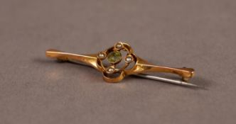 9ct GOLD BAR BROOCH, the open work quatrefoil centre set with an olivine and four seed pearls, in