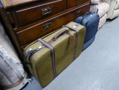 A MATCHING SET OF THREE SUITCASES AND ANOTHER SUITCASE (4)