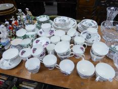 A LARGE QUANTITY OF 'INDIAN TREE' PATTERN TEA AND DINNER WARES AND OTHER TEA AND DINNER WARES