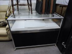 A MATCHING PAIR OF JEWELLERY COUNTER DISPLAY CABINETS, THE LOWER SECTIONS HAVING STORAGE AREA, THE
