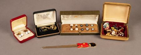BOXED SET OF 'JOYAS' MAJORCAN SIMULATED PEARL CUFFLINKS with screw-off ends and six alternative