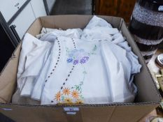 A BOX OF ASSORTED LINEN AND LACE