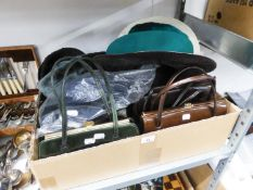 A SELECTION OF VINTAGE HANDBAGS AND VARIOUS HATS