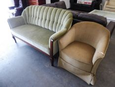 AN INTER-WAR YEARS GERMAN THREE SEATER UPHOLSTERED SETTEE WITH MAHOGANY SHOW-FRAME, UPHOLSTERED IN