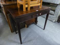 AN EARLY 19TH CENTURY MAHOGANY OBLONG FLAP-TOP TABLE WITH BOX WOOD STRINGING TO THE EDGES, ONE SMALL