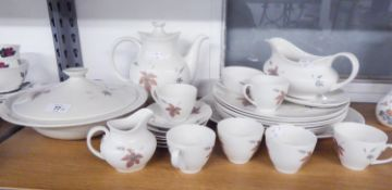 ROYAL DOULTON CHINA TUMBLING LEAVES PATTERN DINNER AND COFFEE SERVICE FOR 6 PERSONS, 27 PIECES
