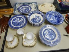 SPODE ITALIAN BLUE AND WHTIE DINNER WARES, APPROX 8 PIECES, OTHER BLUE AND WHITE WARES VARIOUS, BLUE