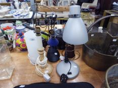 BROWN POTTERY CONICAL TABLE LAMP AND SHADE AND AN ADJUSTABLE READING LAMP AND 3 OTHER LAMPS (5)
