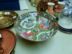 A CHINESE FAMILLE ROSE PORCELAIN BOWL, PAINTED IN ALTERNATE RESERVES WITH FIGURES, FLOWERS AND