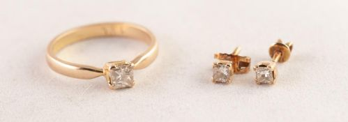 18K GOLD RING CLAW SET WITH A PRINCESS CUT SOLITAIRE DIAMOND, approximately 0.40ct, 3.3 gms, ring