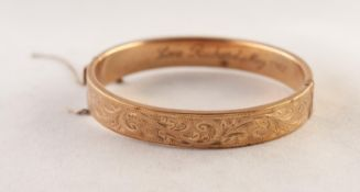 9ct GOLD HING OPENING BANGLE, the top engraved with scrolls, 3/8in (1cm) wide, Birmingham 1977, 16.2