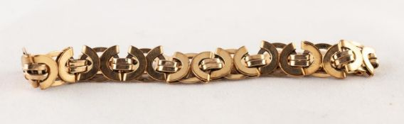 9ct GOLD CHAIN BRACELET with fancy 'C' scroll, circle dual strap links, 3/8in (1cm) wide, 8 3/4in (