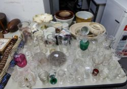 A SELECTION OF CHINA AND GLASSWARES