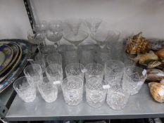 A GOOD SELECTION OF CRYSTAL AND ETCHED GLASSWARES TO INCLUDE; A SET OF SIX 'WATERFORD' TUMBLERS,