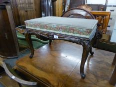 A GOOD QUALITY ANTIQUE FOOTSTOOL, RAISED ON CARVED CABRIOLE LEGS