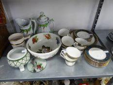 ROYAL DOULTON 'CARYLE' TEA SERVICE FOR EIGHT PERSONS (25 PIECES) AND A DECORATIVE TEAPOT AND