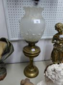 EARLY TWENTIETH CENTURY BRASS TABLE OIL LAMP, WITH REEDED COLUMN AND FROSTED GLASS SHADE WITH