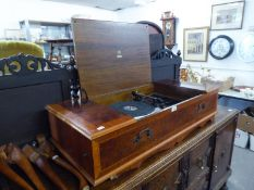 DYNATRON WALNUTWOOD AND MAHOGANY CROSSBANDED RADIOGRAM, IN QUEEN ANNE STYLE CASE, WITH LIFT-UP TOP