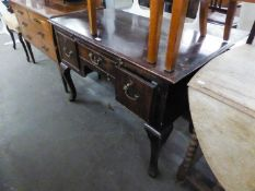 A MAHOGANY KNEEHOLE DESK, HAVING CENTRAL DRAWER FLANKED BY TWO DEEP DRAWERS