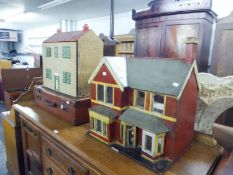 TWO DOLLS HOUSES ANDA LEATHER SUITCASE (3)