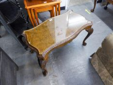 A CARVED AND FIGURED WALNUT SERPENTINE OBLONG COFFEE TABLE, ON CARVED CABRIOLE LEGS AND THE LOOSE