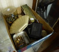 SMALL SELECTION OF COSTUME JEWELLERY AND MINOR VALUE COLLECTABLES, INCLUDING; JAPANESE FOLDING '