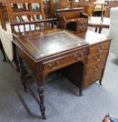 ANTIQUE GOOD QUALITY MAHOGANY KNEEHOLE DESK/BUREAU, HAVING FOUR DRAWERS AND LEATHER INSET WITH