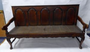 EARLY NINETEENTH CENTURY OAK SETTLE, of typical form with five arched panels to the back, down