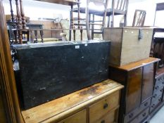 A BLACK PAINTED TOOL TRUNK, HAVING FITTED DRAWERS AND DROP FRONT, CONTAINING A SELECTION OF OLD