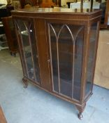 AN EARLY TWENTIETH CENTURY MAHOGANY BOW FRONTED DISPLAY CABINET