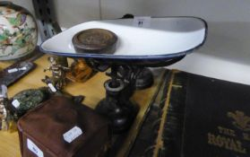 A PAIR OF CAST IRON VINTAGE KITCHEN BALANCE SCALES WITH ENAMELLED PAN AND A SET OF NESTING WEIGHTS