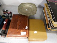 A GENTS VANITY SET, CASED, A LADY'S VANITY SET, CASED AND A PEWTER PEDESTAL STAND (3)
