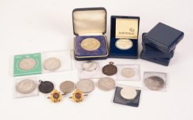 SIX ELIZABETH II CROWNS, 11 OTHER GERMAN, DUTCH AND OTHER COINS AND MEDALS, also two gilt metal and