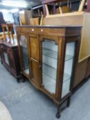 AN EDWARDIAN MARQUETRY INLAID MAHOGANY DISPLAY CABINET, ON CABRIOLE SUPPORTS, CLAW AND BALL FEET,