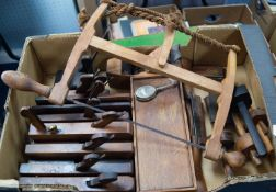 SELECTION OF EARLY TWENTIETH CENTURY WOODWORKING TOOLS, including eight moulding planes, string