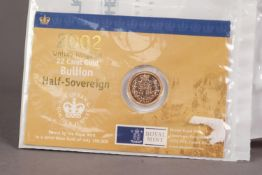 ROYAL MINT ENCAPSULATED ELIZABETH II GOLD HALF SOVEREIGN 2002 (VF), mounted on a presentation card
