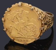An Edward VII half sovereign ring