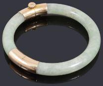 A gold jade set bangle of hinged design