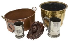 A mixed lot of metalware and other