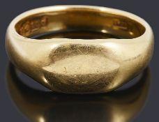 An 18ct gold gentlemen's signet ring,